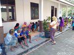 Lansia dan Anak di Sleman Pilih Berada di Posko Pengungsi