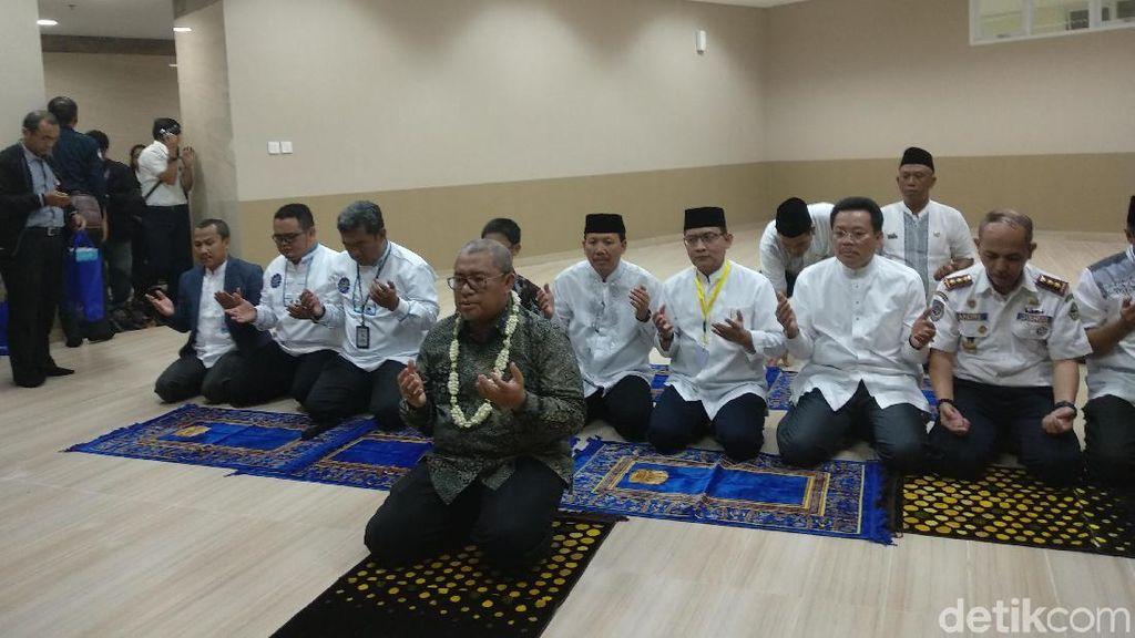 Bandara Kertajati Siap Dipakai, Gubernur Aher Sujud Syukur