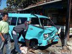 Truk Seruduk 3 Angkot di Sukabumi, 1 Sopir Pingsan
