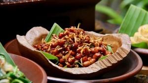 Menu Ke-12 : Asin Gurih Hidangan Teri dan Segarnya Es Sekoteng Untuk Buka Puasa