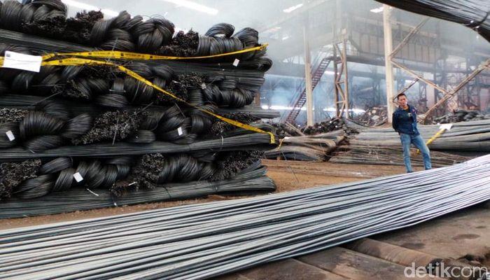 Produk yang diamankan ini terdiri atas berbagai merek dan ukuran hasil Produksi PT SS.