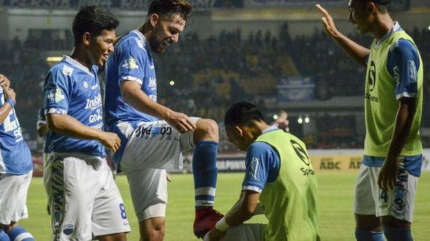 Persib Bandung masih berada di puncak klasemen sementara Liga 1 2018 dengan keunggulan dua poin.