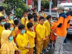 Hujan Abu Erupsi Merapi, BPBD Bagikan Ribuan Masker di Magelang