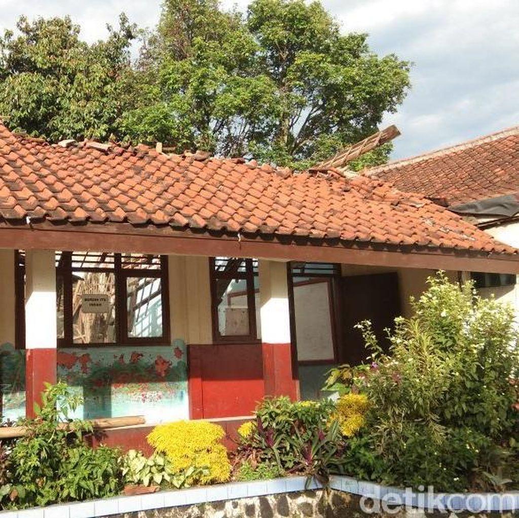 Kurang Perhatian Pemkab Bogor, Kelas SDN Kota Batu Ambruk