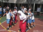 Tepis Trauma, Siswa SD Muslim dan Katolik di Surabaya Main Bersama