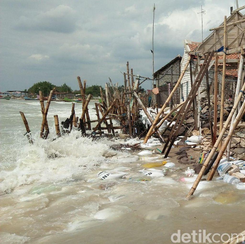 Diterjang Abrasi, 8 Rumah di Rembang Rusak Parah