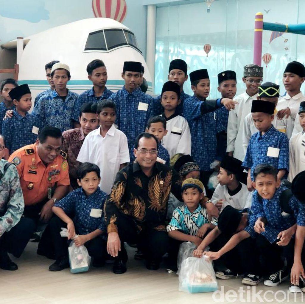 Menhub Ajak 73 Anak Yatim Terbang Perdana dari Bandara Kertajati