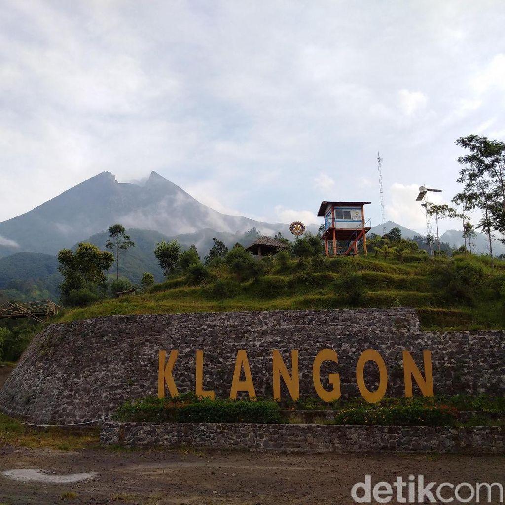 Melihat Merapi Pasca Erupsi dari Dusun Paling Utara di Sleman