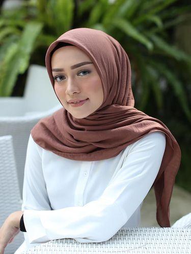 Mega Iskanti menjadi model hijab dari brand Heaven Light. Dok. Instagram