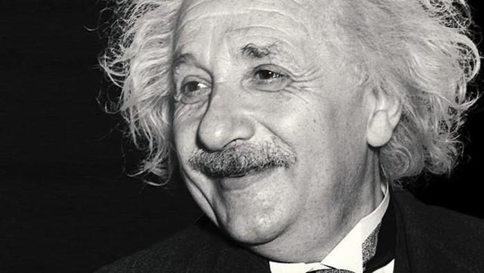 Surat Tuhan yang ditulis Albert Einstein setahun sebelum kematiannya laku Rp 41 miliar. Foto: Instagram