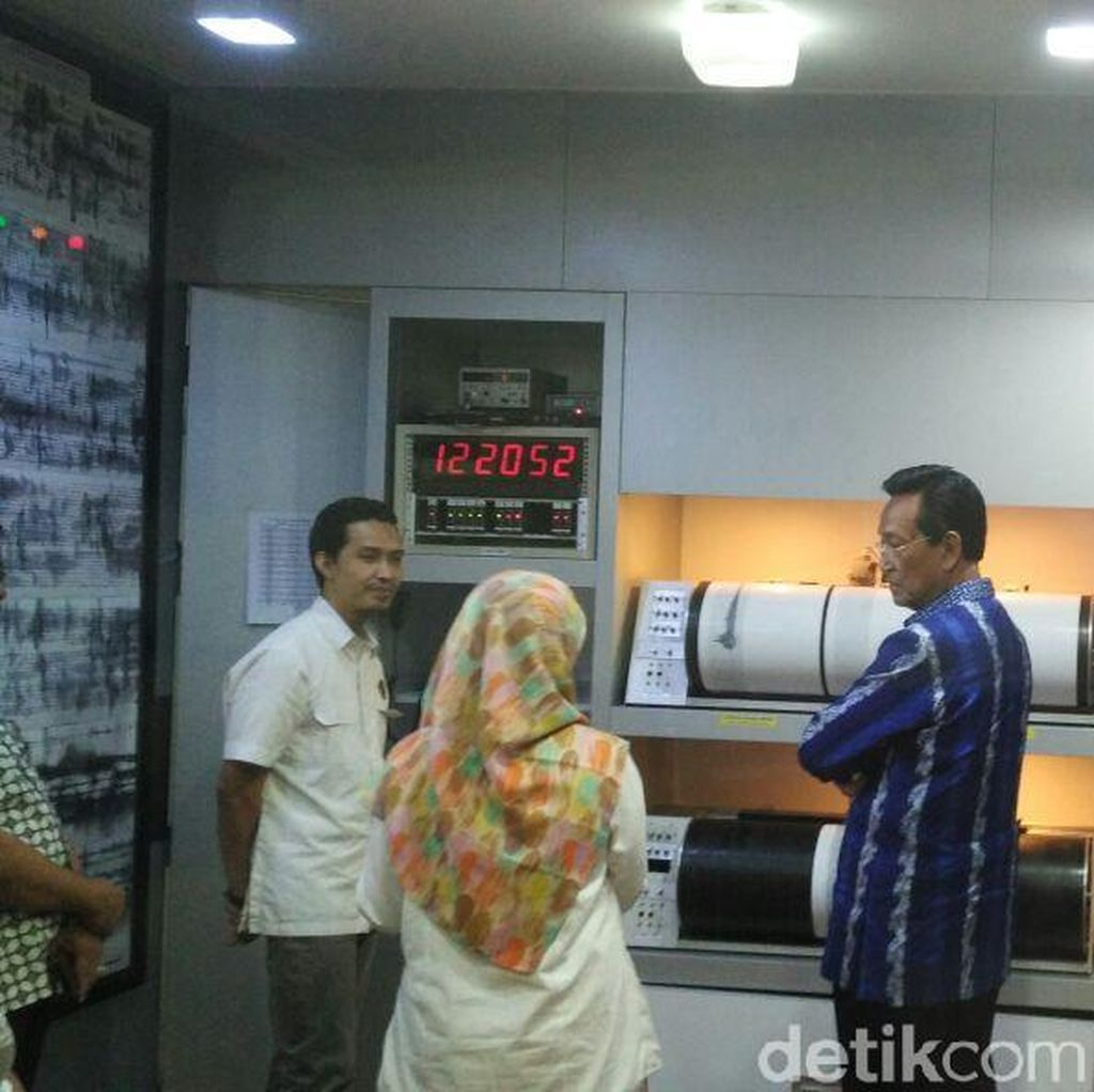 Pantau Merapi, Sultan HB X Kunjungi Kantor BPPTKG Yogya