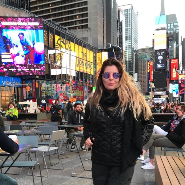 Tak lengkap berkunjung ke New York tanpa mampir ke Times Square. (Dalma Maradona/Instagram)