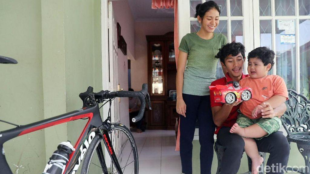 Keakraban Aiman, Istri dan Anak di Luar Lintasan Balap