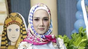 Mulan Jameela Mantap Kenakan Hijab