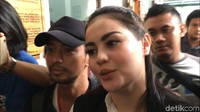 Jennifer Dunn saat ditemui di Pengadilan Negeri Jakarta Selatan pada Kamis (24/5). Foto: Desi Puspasari/detikHOT