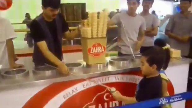 Viral! Ekspresi Gemas Bocah yang Kesal Dikerjai Penjual Es Krim