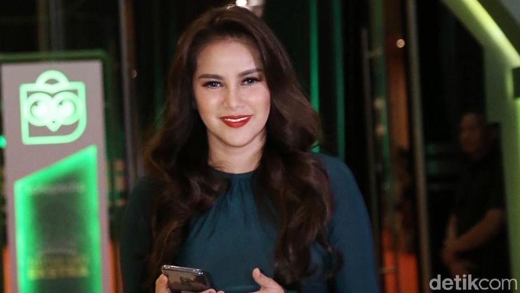 Olla Ramlan Beradegan Ranjang di Film Horor, Suami Cemburu