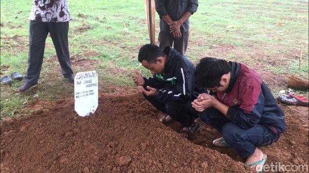 Keluarga Hadiri Pemakaman Teroris Cianjur di Pondok Ranggon
