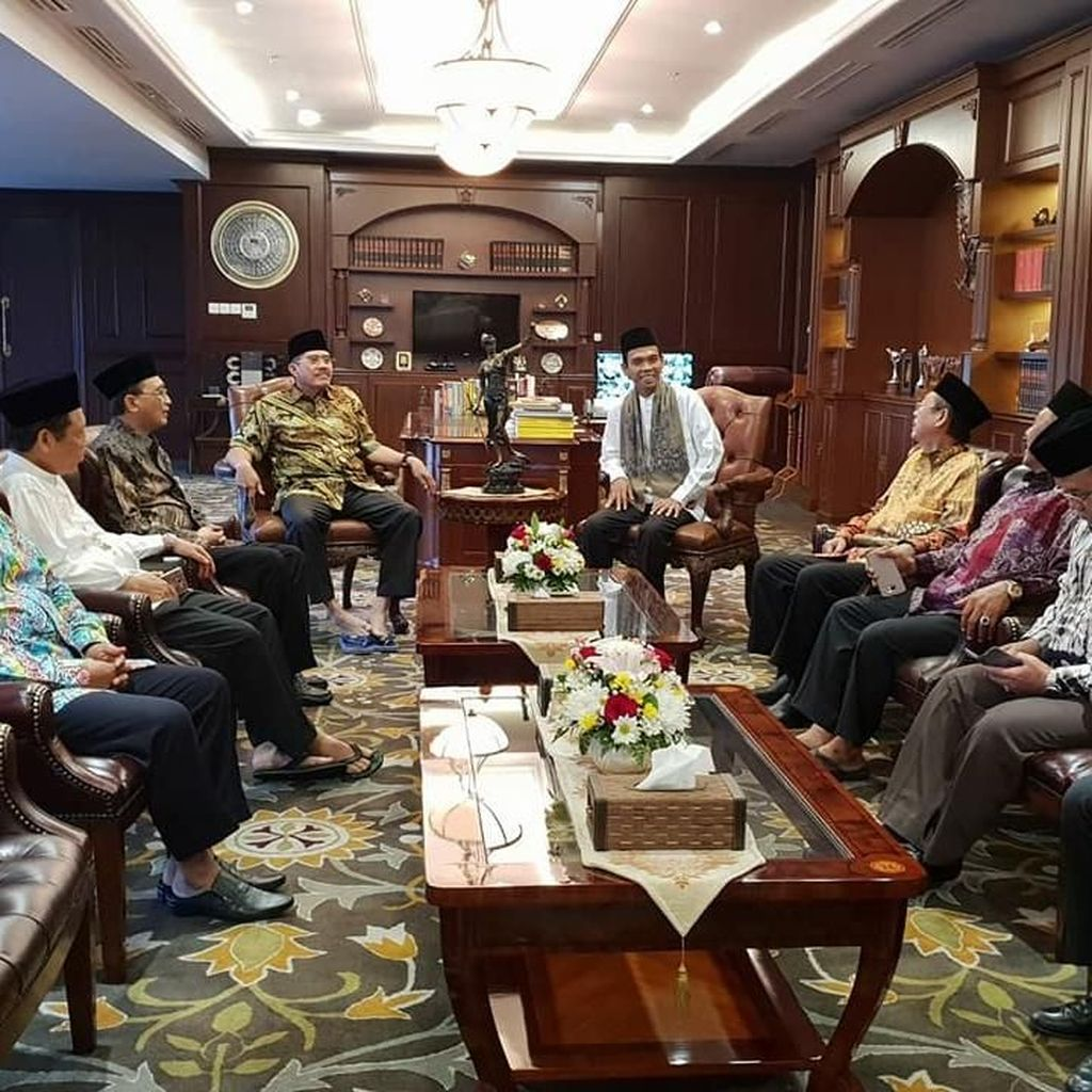 Ustaz Abdul Somad Ceramah di MA dan Temui Hatta Ali