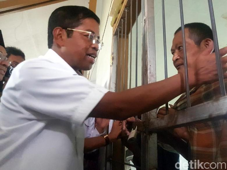 Di Sukabumi, Mensos Temui Orang Gangguan Jiwa dan Beri Bantuan