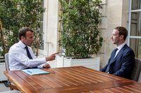 Presiden Prancis Emmanuel Macron dan CEO Facebook Mark Zuckerberg.