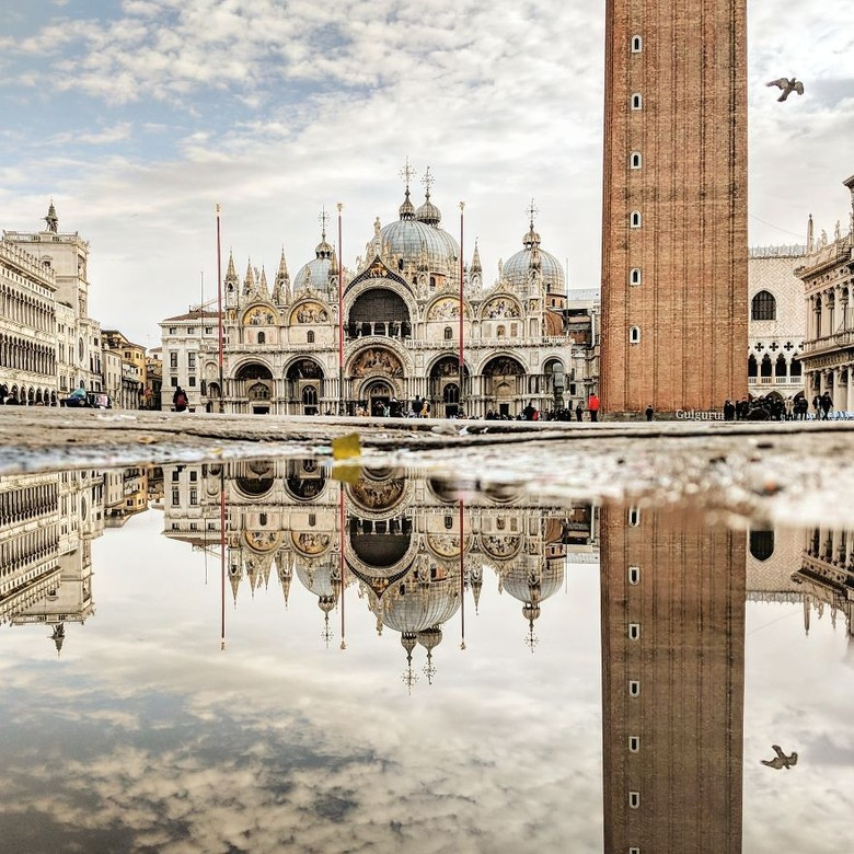 Ruiz memotret St. Mark Basilica dari genangan air di Venezia, Italia. Istimewa/Boredpanda.