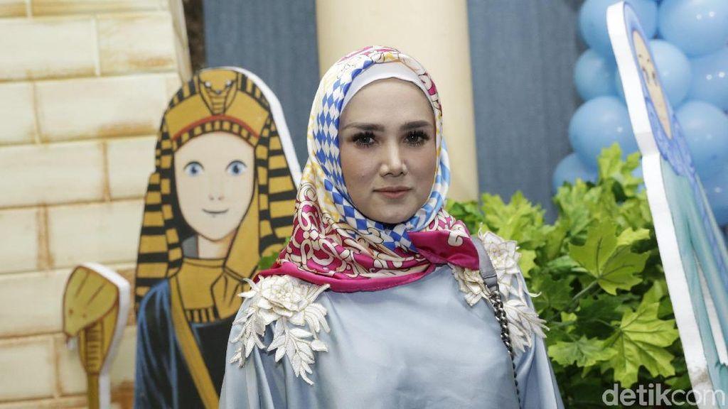 Mulan Jameela Berhijab, Ahmad Dhani Puji Makin Cantik