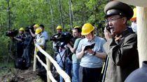 Foto: Saat Wartawan Asing Liput Peledakan Situs Nuklir Korut