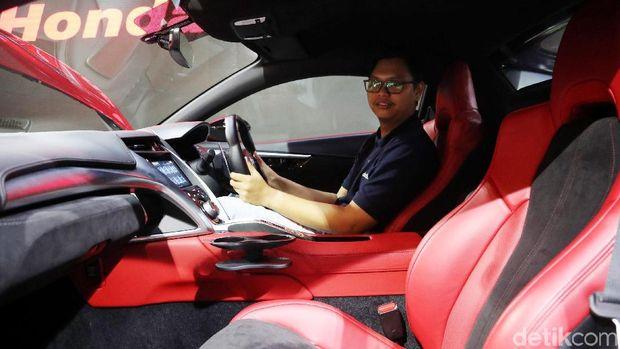 detikOto duduk di kabin Honda NSX