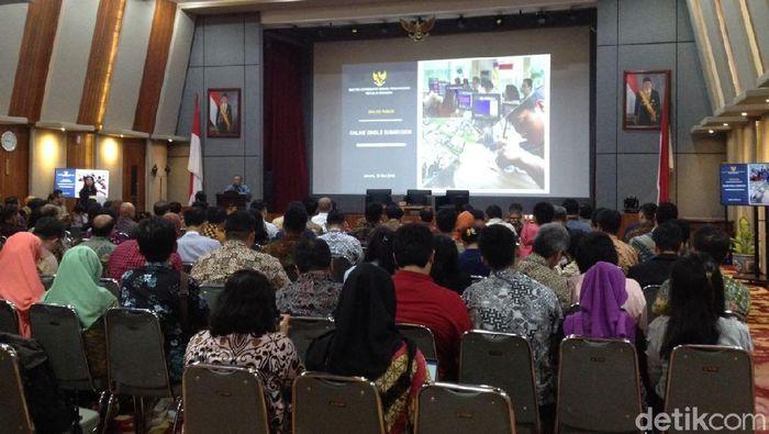Menko Perekonomian Darmin Nasution sosialisasi sistem perizinan terpadu/Foto: Puti Aini Yasmin