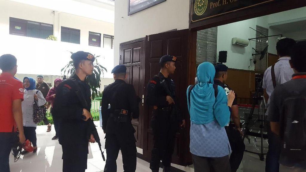 Foto: Suasana Ketatnya Pengamanan Sidang Pleidoi Aman Abdurrahman
