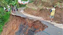 Longsor di Pekalongan, Akses Jalan 2 Kecamatan Tak Bisa Dilalui