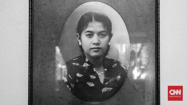 Eulis Zuraida, istri Ismail Marzuki mengaku 'Halo-halo Bandung' adalah ciptaan suaminya saat masih berpacaran dengannya.