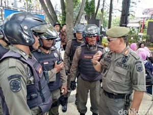 Satpol PP Bermotor Trail Siap Buru Pengemis Musiman di Bandung