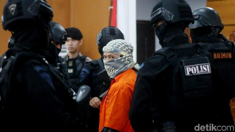 Polisi Siagakan Sniper Amankan Sidang Vonis Aman Abdurrahman