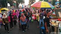 Pemburu Takjil Tumplek Blek di Pasar Ramadan Situbondo