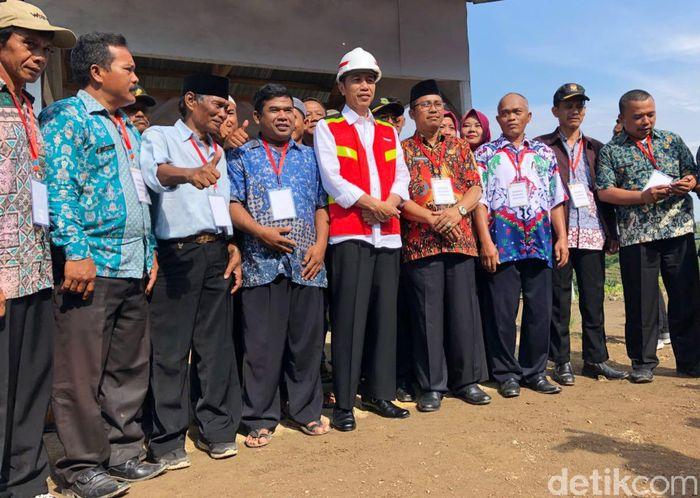Presiden Jokowi mengatakan bahwa pembangunan bendungan ini selesai di akhir tahun 2018.