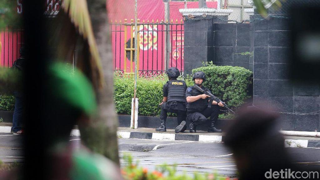 Foto: Pengamanan Sidang Aman Abdurrahman Sesaat Setelah Drum Meledak