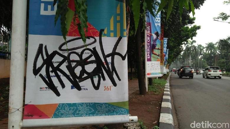 Banner Asian Games Di Pondok Indah Dicorat Coret