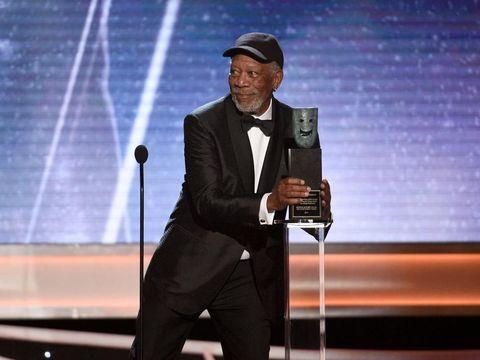 Morgan Freeman menerima penghargaan seumur hidup di Screen Actors Guild Awards 2018.