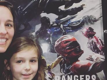 Nonton Power Rangers dulu yuk. (Foto: Instagram @atothedoublej)