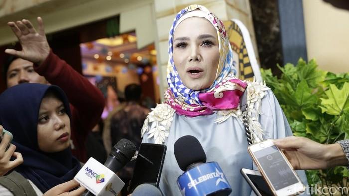 Cantiknya Mulan Jameela saat kenakan Hijab
