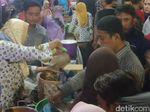 Meriahnya Bukber Sego Boranan Gratis di Lamongan