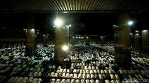 Video Suasana Tarawih Akbar di Istiqlal dan Pesan Anies ke Jemaah