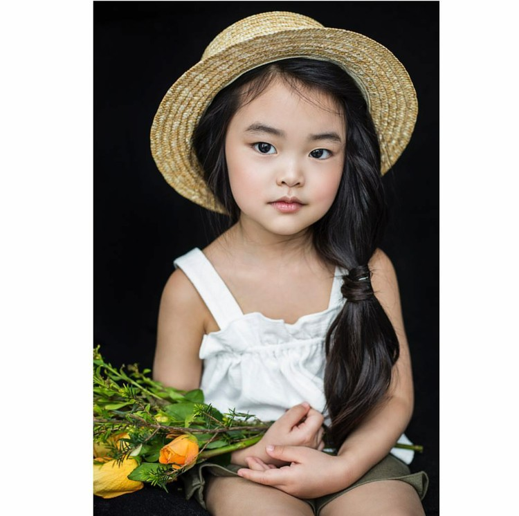 Hai Bunda, kenalin nih Lim Nikole, model cilik dari Rusia (Foto: Instagram/lim_nikole via annavolk_photography_)