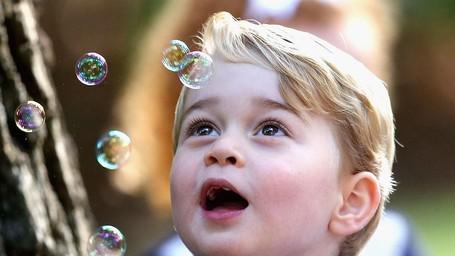 Ekspresi Menggemaskan Pangeran George Saat Bermain