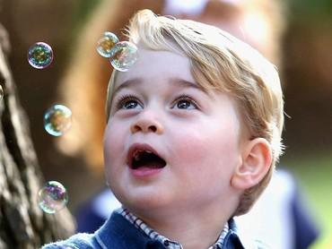 Takjub pada gelembung sabun. Gemas! (Foto: Getty Images)