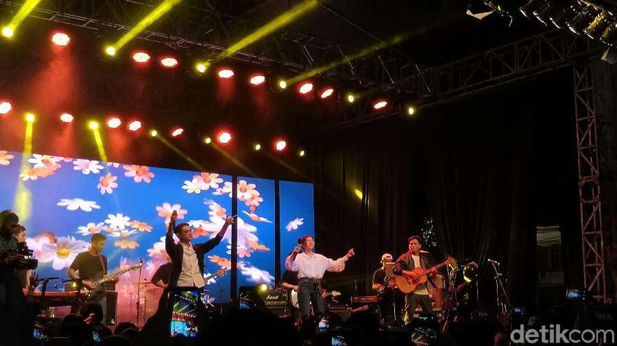 Kolaborasi Isyana, Afgan, dan Rendy Pandugo di Ramadhan Jazz 2018