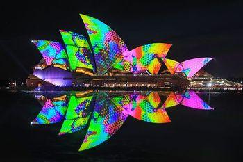 Indahnya Gemerlap Warna Warni Lampu di Vivid Sydney
