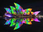 Gemerlap Warna Warni Lampu di Vivid Sydney